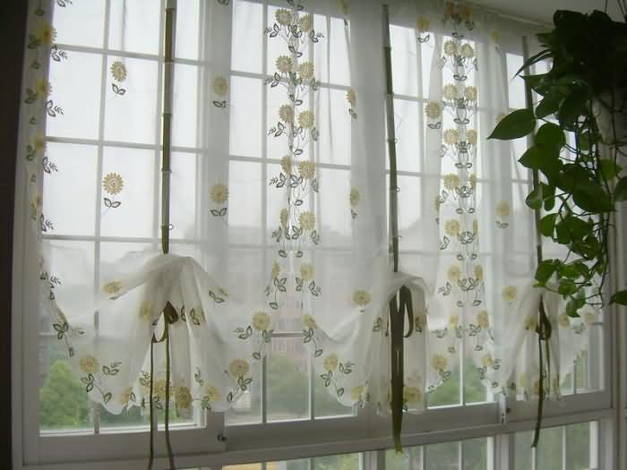 Mustard Colored Curtains for Romantic Living Room.
