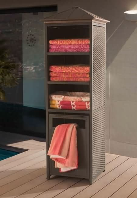 storage space for towels.
